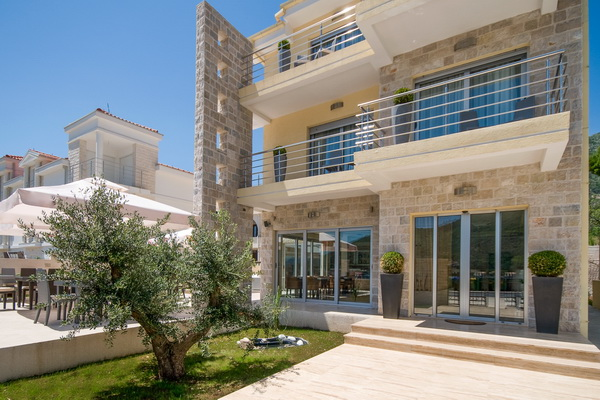 Casa del mare small hotels group luxury montenegro for Small hotel groups